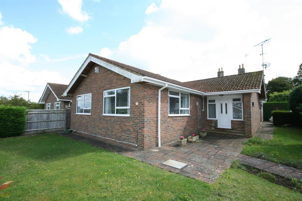 3 Bedrooms Detached Bungalow for sale in Squire Way, Henfield