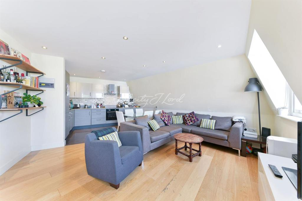 3 Bedrooms Flat for sale in Grace Lodge, Clarence Road, E5