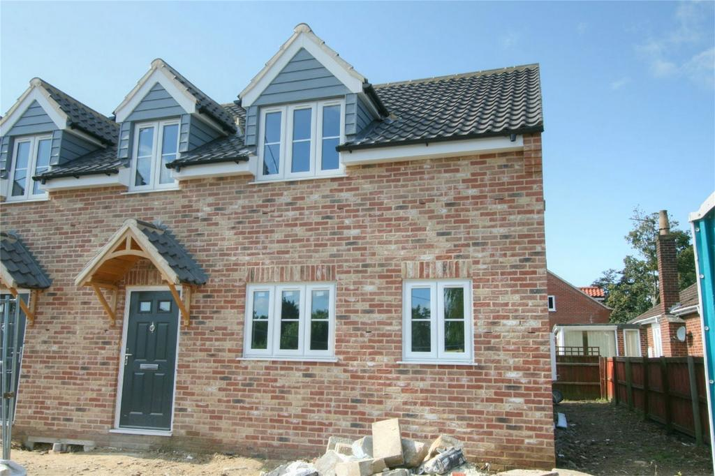 3 Bedrooms Detached House for sale in Attleborough Road, Great Ellingham, Attleborough, Norfolk