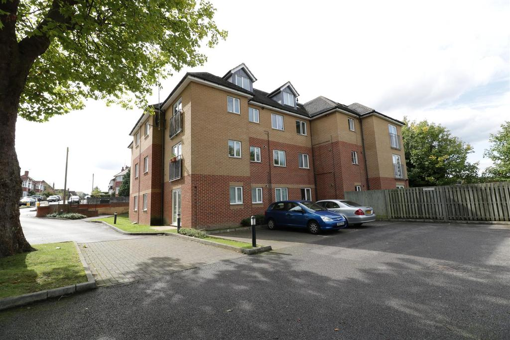 2 Bedrooms Apartment Flat for sale in Craig Avenue, Reading