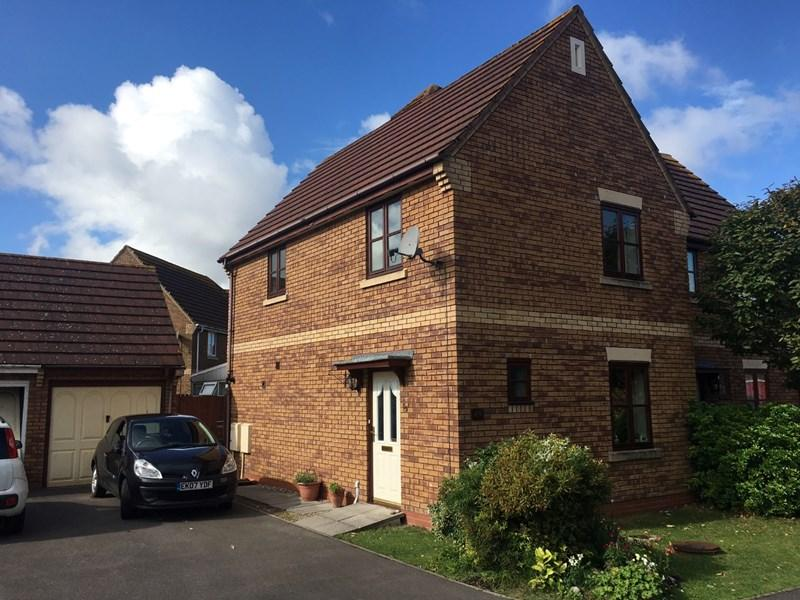 3 Bedrooms Semi Detached House for sale in Gielgud Close, Burnham-On-Sea