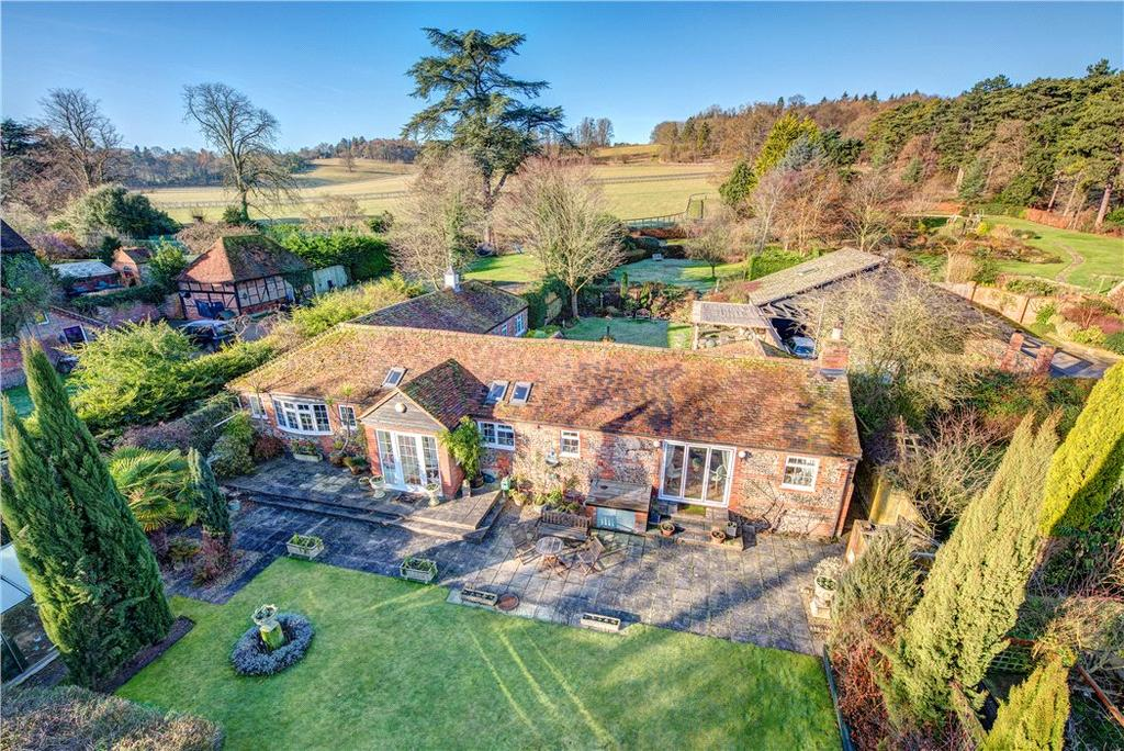 4 Bedrooms Detached House for sale in Fawley Court Farm, Marlow Road, Henley-on-Thames, Buckinghamshire, RG9