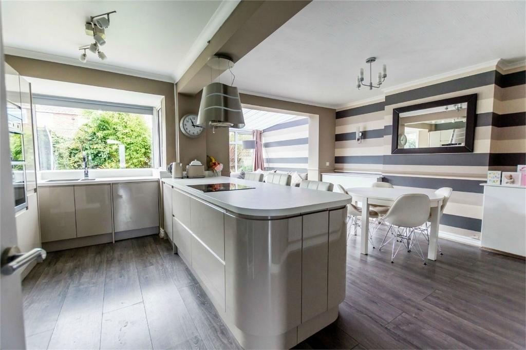 4 Bedrooms Semi Detached House for sale in Rawcliffe Croft, Rawcliffe, York