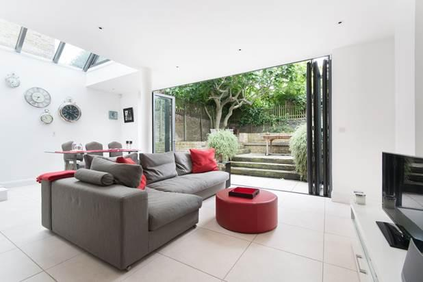 2 Bedrooms Flat for sale in St Helens Gardens, London, W10
