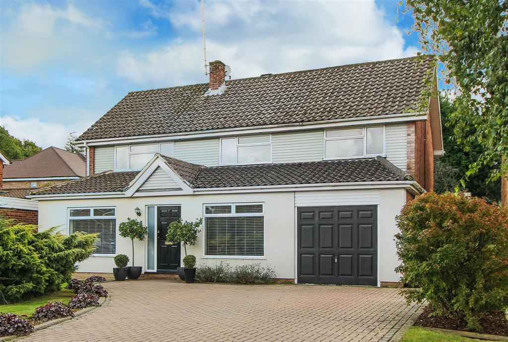 4 Bedrooms Detached House for sale in Blackthorns, Lindfield
