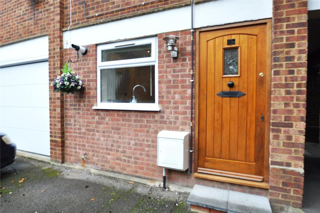 1 Bedroom Maisonette Flat for sale in How Wood, Park Street, St. Albans, Hertfordshire
