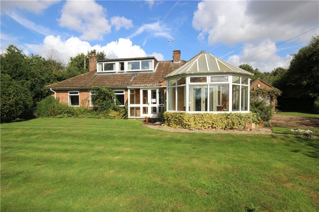 4 Bedrooms Detached Bungalow for sale in Walcot Lane, Drakes Broughton, Pershore, Worcestershire, WR10
