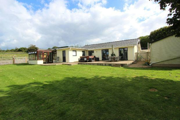 4 Bedrooms Detached Bungalow for sale in Les Hamonnets, St John