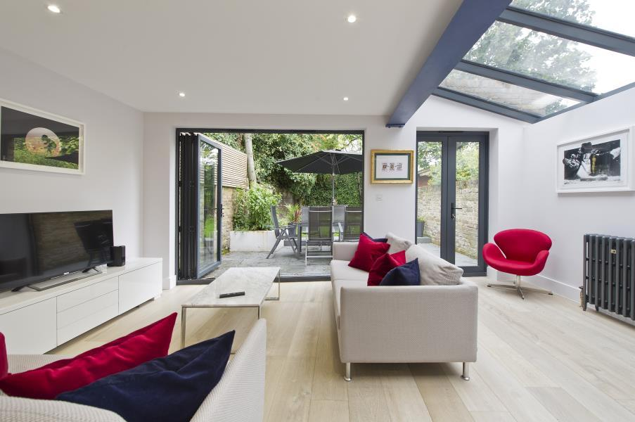 2 Bedrooms Flat for sale in St. Quintin Gardens, North Kensington W10