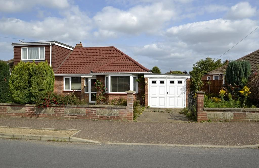 3 Bedrooms Semi Detached Bungalow for sale in Sprowston, Norwich, Norfolk