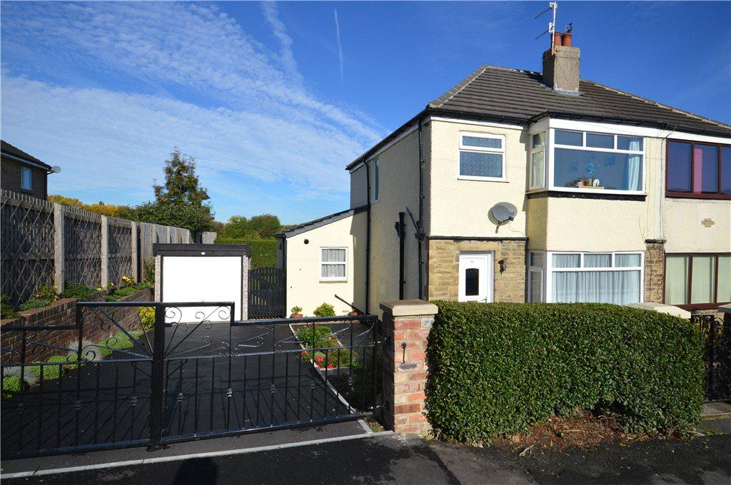 3 Bedrooms Semi Detached House for sale in Cottingley Drive, Leeds