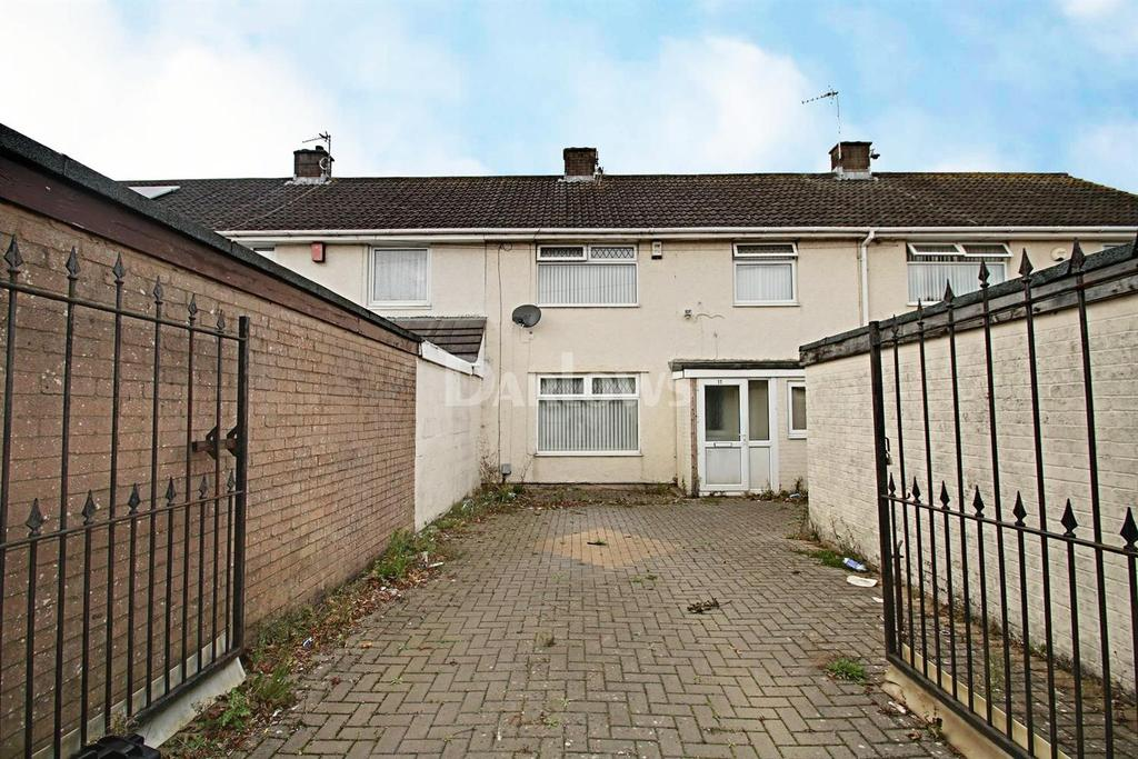 3 Bedrooms Terraced House for sale in Treborth Road, Trowbridge