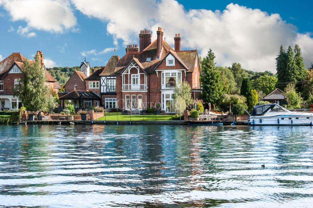 3 Bedrooms Apartment Flat for sale in Marlow, Buckinghamshire