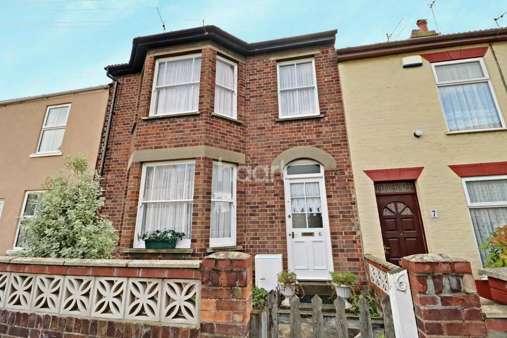 3 Bedrooms Terraced House for sale in Milton Road East, Lowestoft