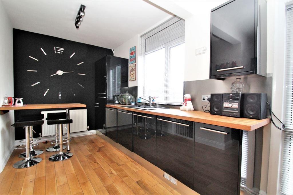 4 Bedrooms Semi Detached House for sale in Sandy Lane, Belle Vue, Doncaster