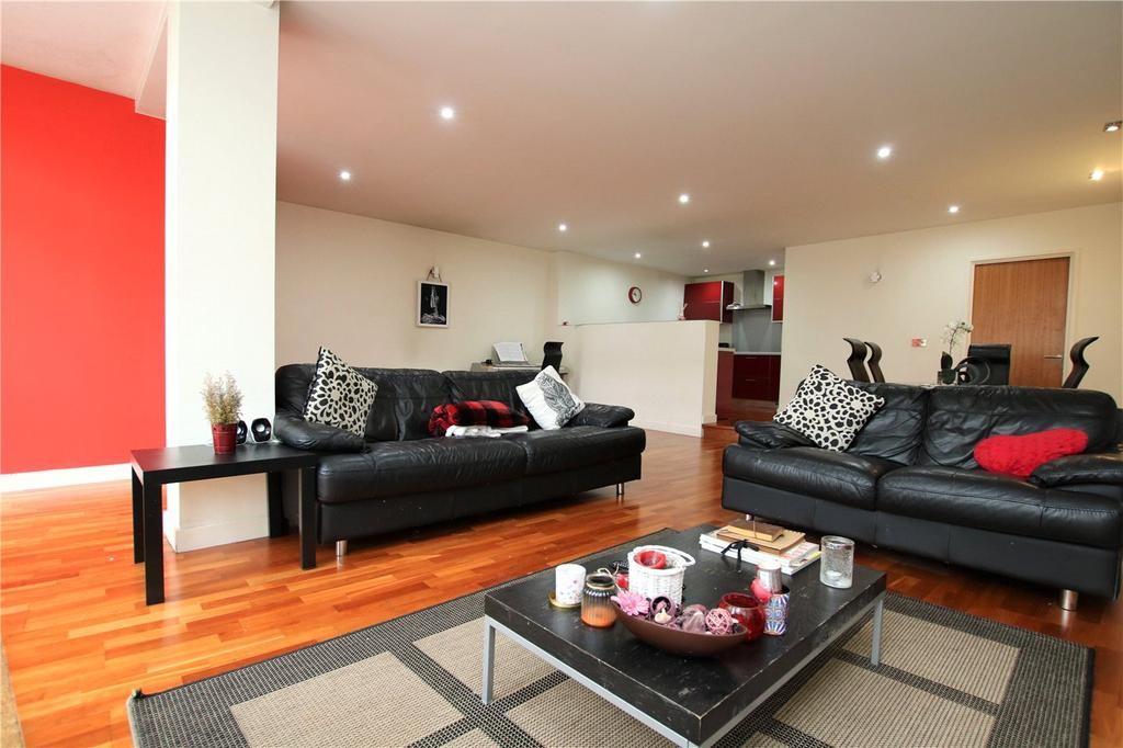 2 Bedrooms Flat for sale in Crown Street, Reading, Berkshire, RG1