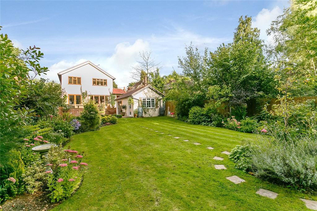 4 Bedrooms Detached House for sale in Glaziers Lane, Normandy, Guildford, Surrey