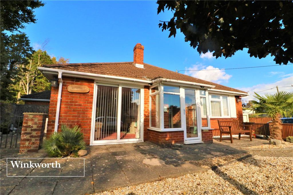 3 Bedrooms Detached Bungalow for sale in Rushville, Manchester Road, Sway, Hampshire, SO41