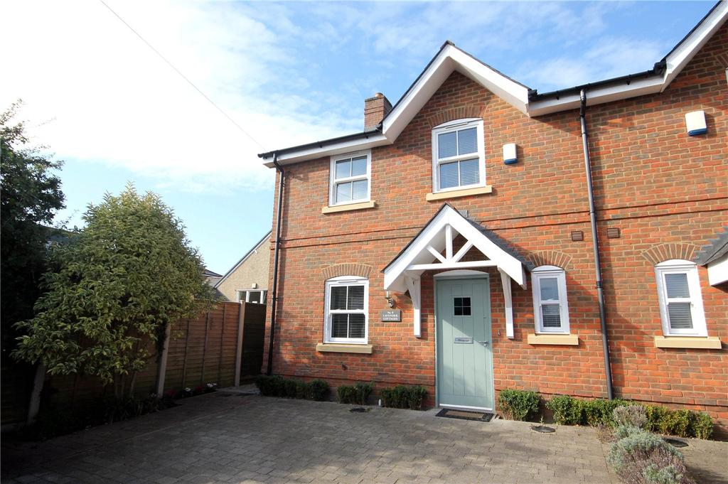 3 Bedrooms Semi Detached House for sale in Poplar Close, Highcliffe, Dorset, BH23