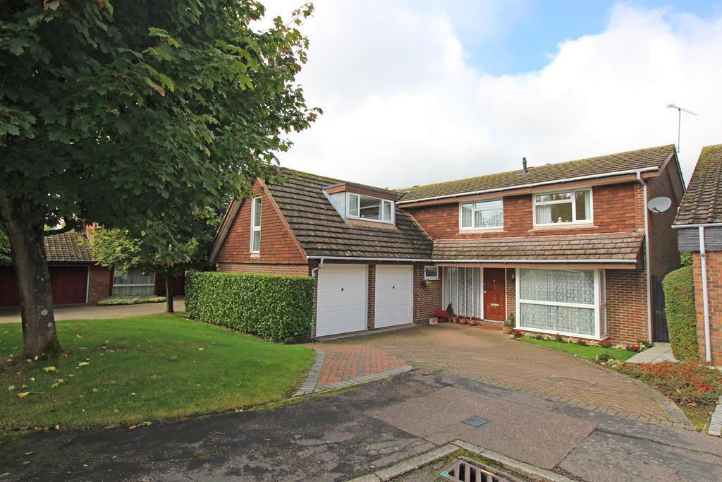 5 Bedrooms Detached House for sale in The Brambles, Stevenage, Hertfordshire, SG1 4AU