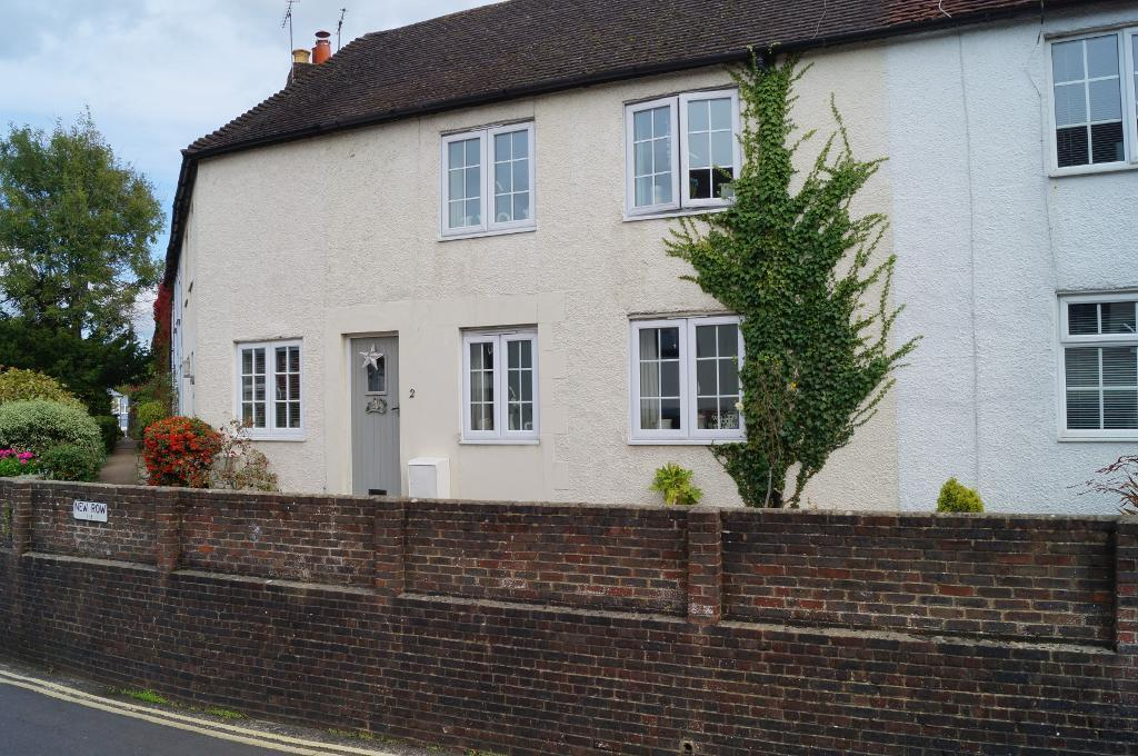 3 Bedrooms Terraced House for sale in New Row, Tanyard Lane, Steyning, BN44 3RN