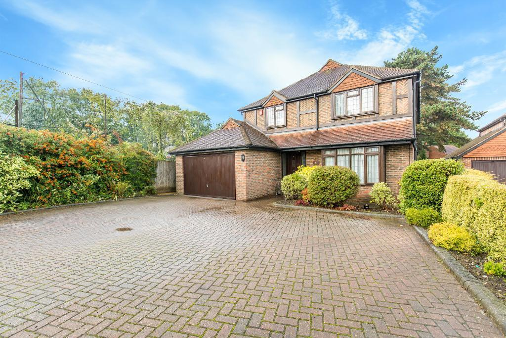 4 Bedrooms Detached House for sale in Farleigh Road, Warlingham, Surrey, CR6 9EJ
