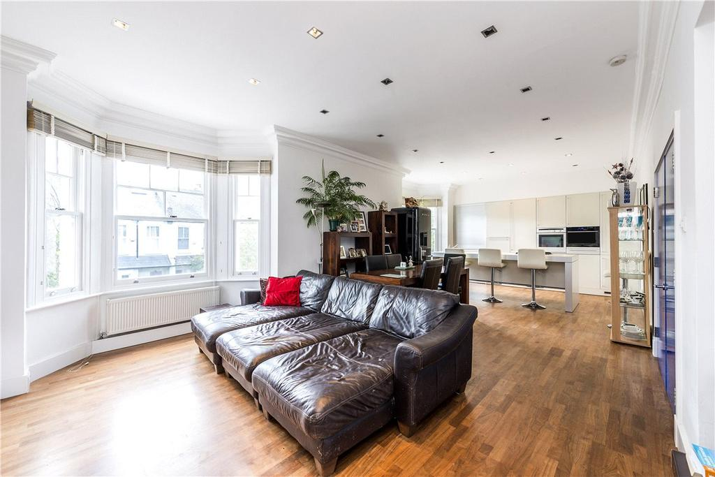 3 Bedrooms Maisonette Flat for sale in Cleveland Gardens, London, SW13
