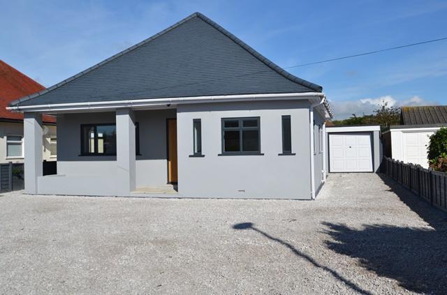 3 Bedrooms Detached Bungalow for sale in Langbury Lane, Ferring, West Sussex, BN12 6PU