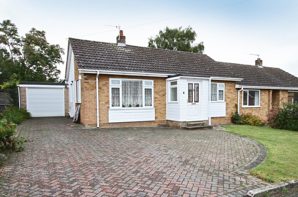 3 Bedrooms Semi Detached Bungalow for sale in Cavell Close, Swardeston