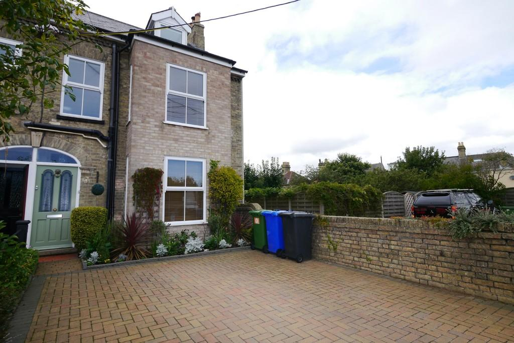4 Bedrooms End Of Terrace House for sale in Cotmer Road, Oulton Broad, Lowestoft