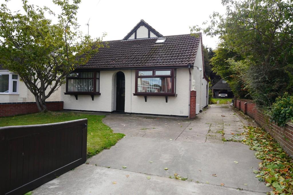 4 Bedrooms Detached Bungalow for sale in Sands Lane, Oulton, Lowestoft