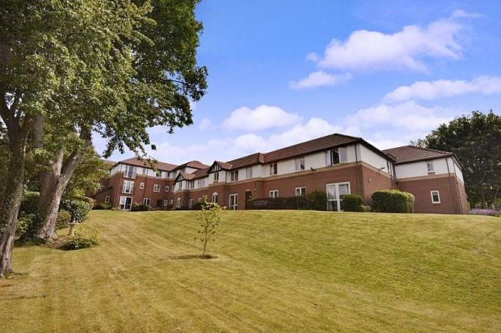2 Bedrooms Apartment Flat for sale in Royal Court, Birmingham Road, Sutton Coldfield, B72 1LY