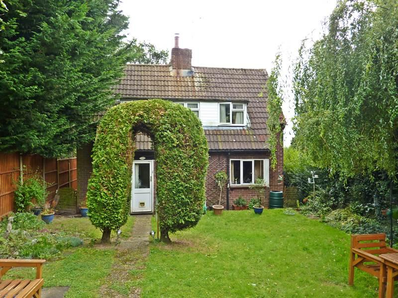 3 Bedrooms Detached House for sale in KNOWL HILL