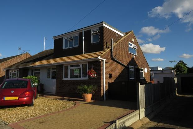 4 Bedrooms Semi Detached House for sale in Coppice Drive, Spinney Hill, Northampton, NN3