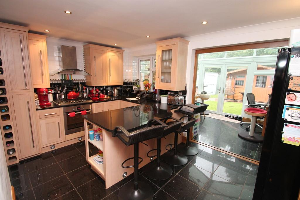 3 Bedrooms Semi Detached House for sale in Renoir Place, Chelmsford