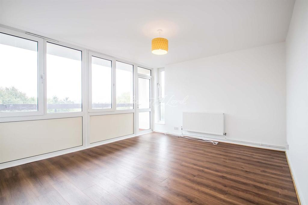 2 Bedrooms Flat for sale in Portway Gardens, Shooters Hill, SE18