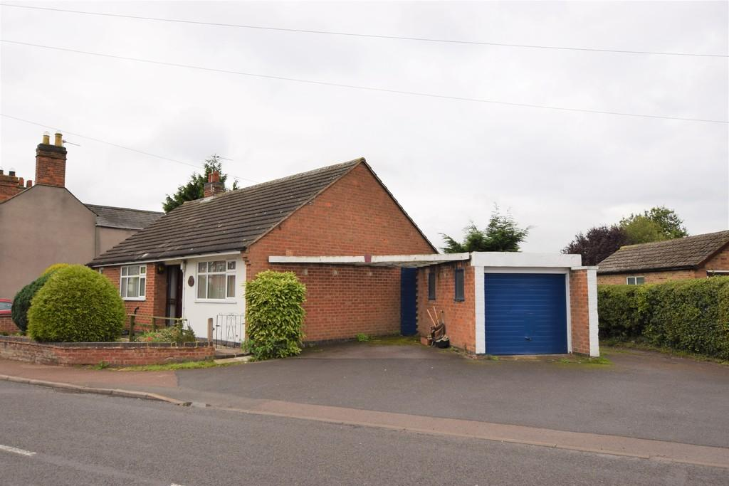 2 Bedrooms Detached Bungalow for sale in Forest Road, Huncote