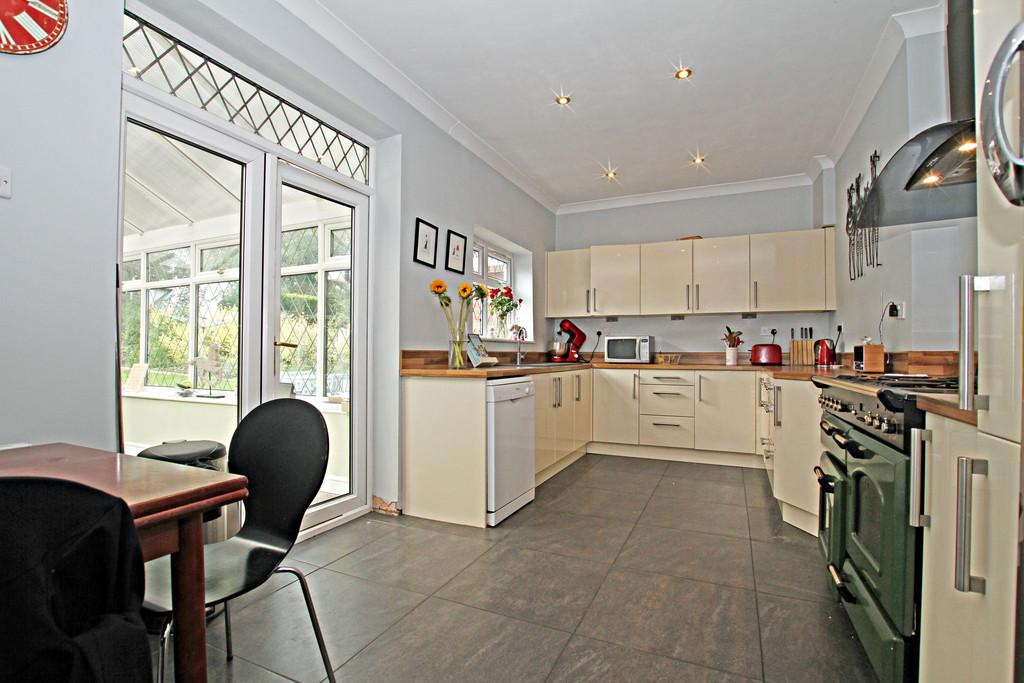 4 Bedrooms Detached House for sale in St Wilfrids Road, Bessacarr, Doncaster