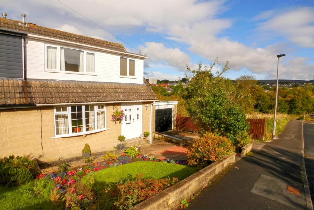 3 Bedrooms Semi Detached House for sale in 11 Airedale Avenue, Skipton