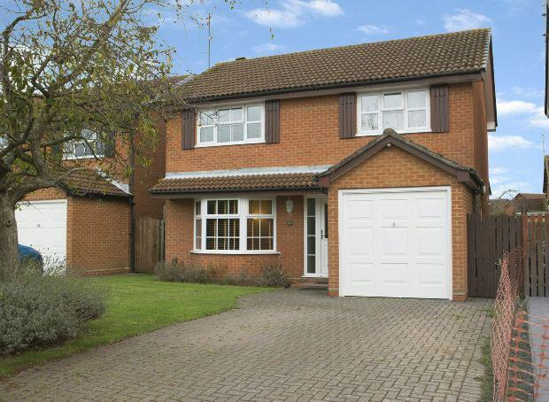 4 Bedrooms Detached House for sale in Mitchell Way, Woodley, Reading,