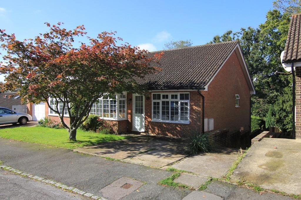 3 Bedrooms Semi Detached House for sale in Swaines Way, Heathfield