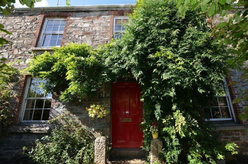 4 Bedrooms Terraced House for sale in Period splendour in convenient location with beautiful mature garden