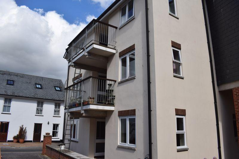 2 Bedrooms Retirement Property for sale in Wedlake Mews, Dawlish
