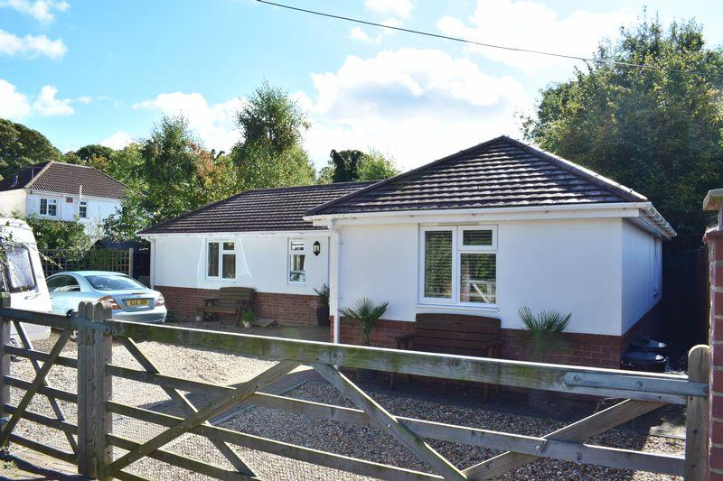 2 Bedrooms Detached Bungalow for sale in Springfield Grove, Southampton
