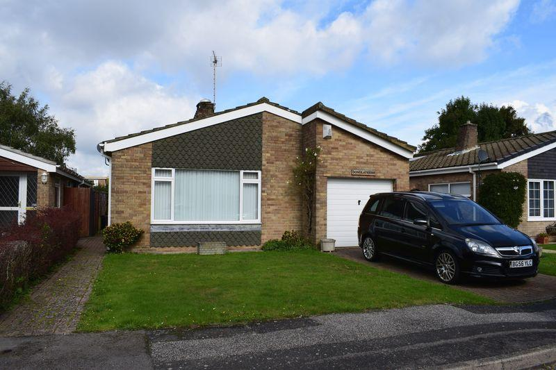 3 Bedrooms Detached Bungalow for sale in The Close, Southampton