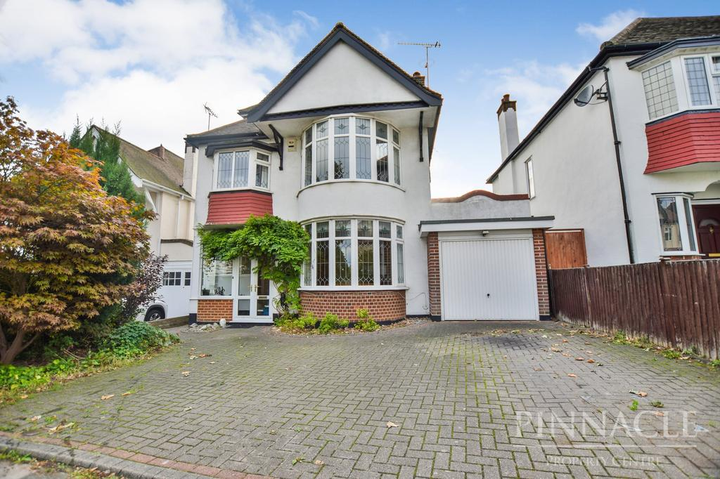 5 Bedrooms Detached House for sale in Hillway, Westcliff On Sea, Essex