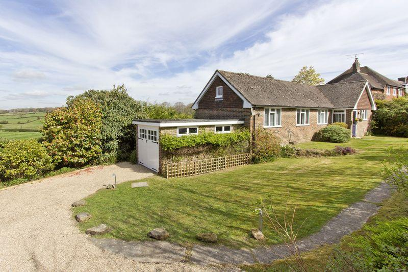 2 Bedrooms Bungalow for sale in Church Road, Rotherfield, East Sussex