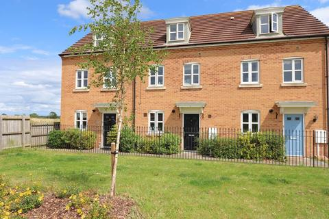 3 bedroom townhouse to rent - Collins Avenue, Stamford