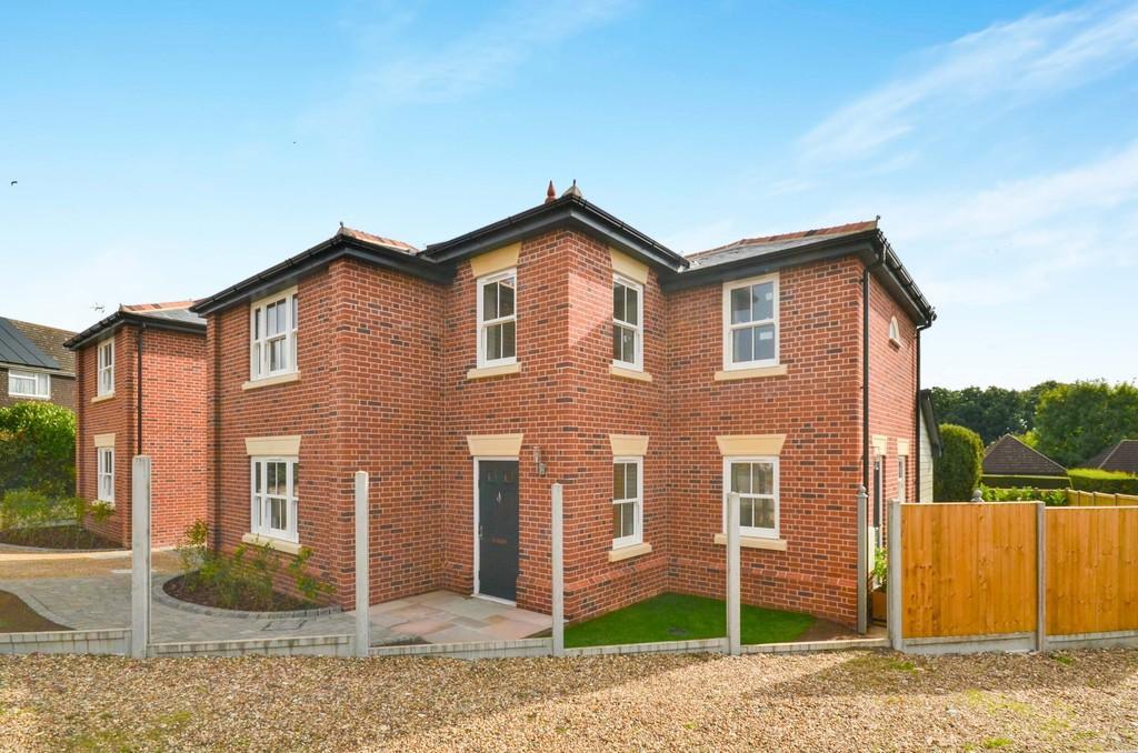 4 Bedrooms Detached House for sale in Chapel Lane, West Bergholt, CO6 3EF
