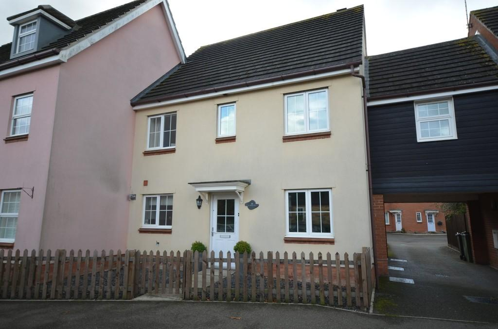 4 Bedrooms Semi Detached House for sale in Plaiters Way, Braintree, CM7 3AA
